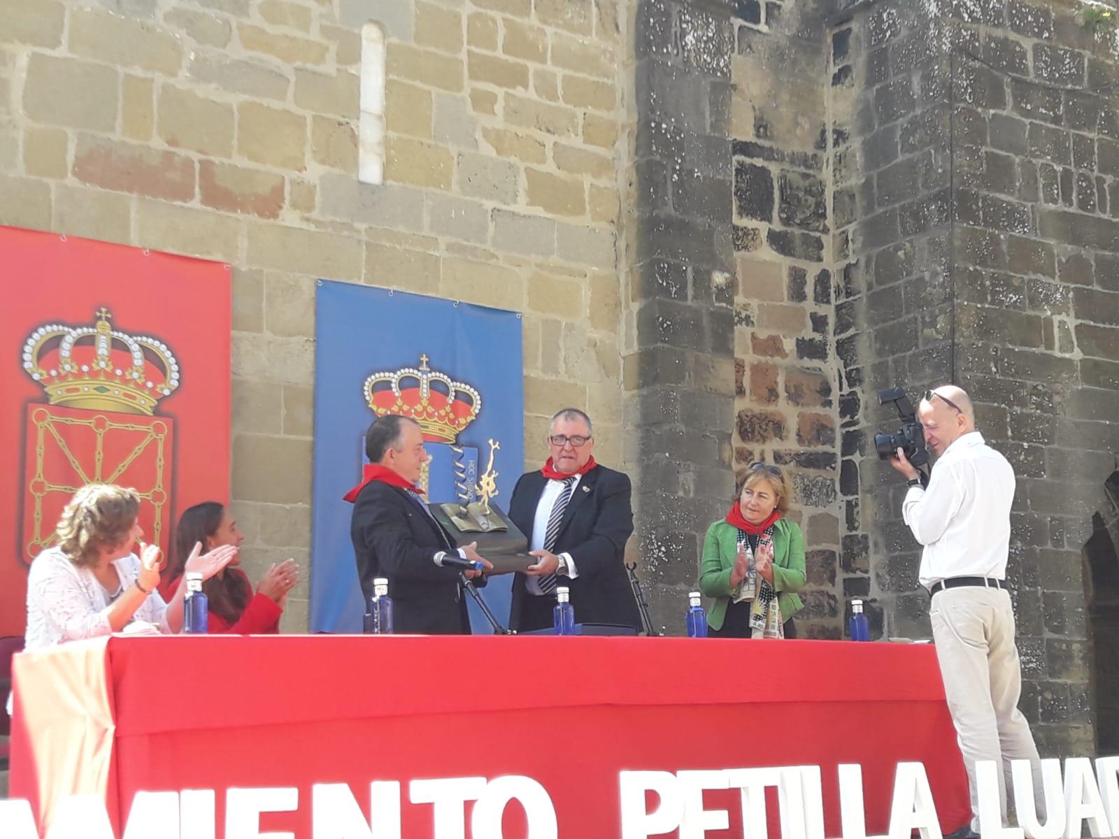 Petilla de Aragonek eta Luarcak Nobel Hirien senidetzea izenpetu dute